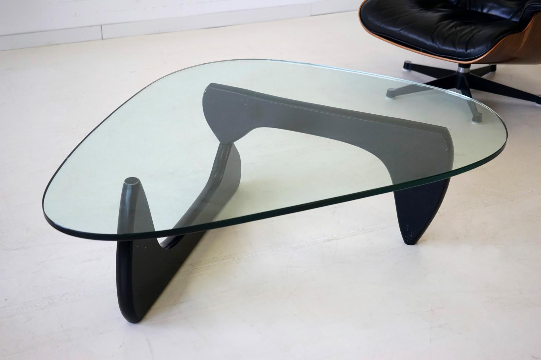 Table basse by Isamu Noguchi