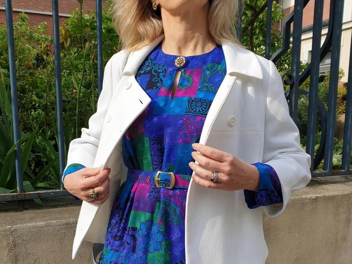 En robe multicolore années80