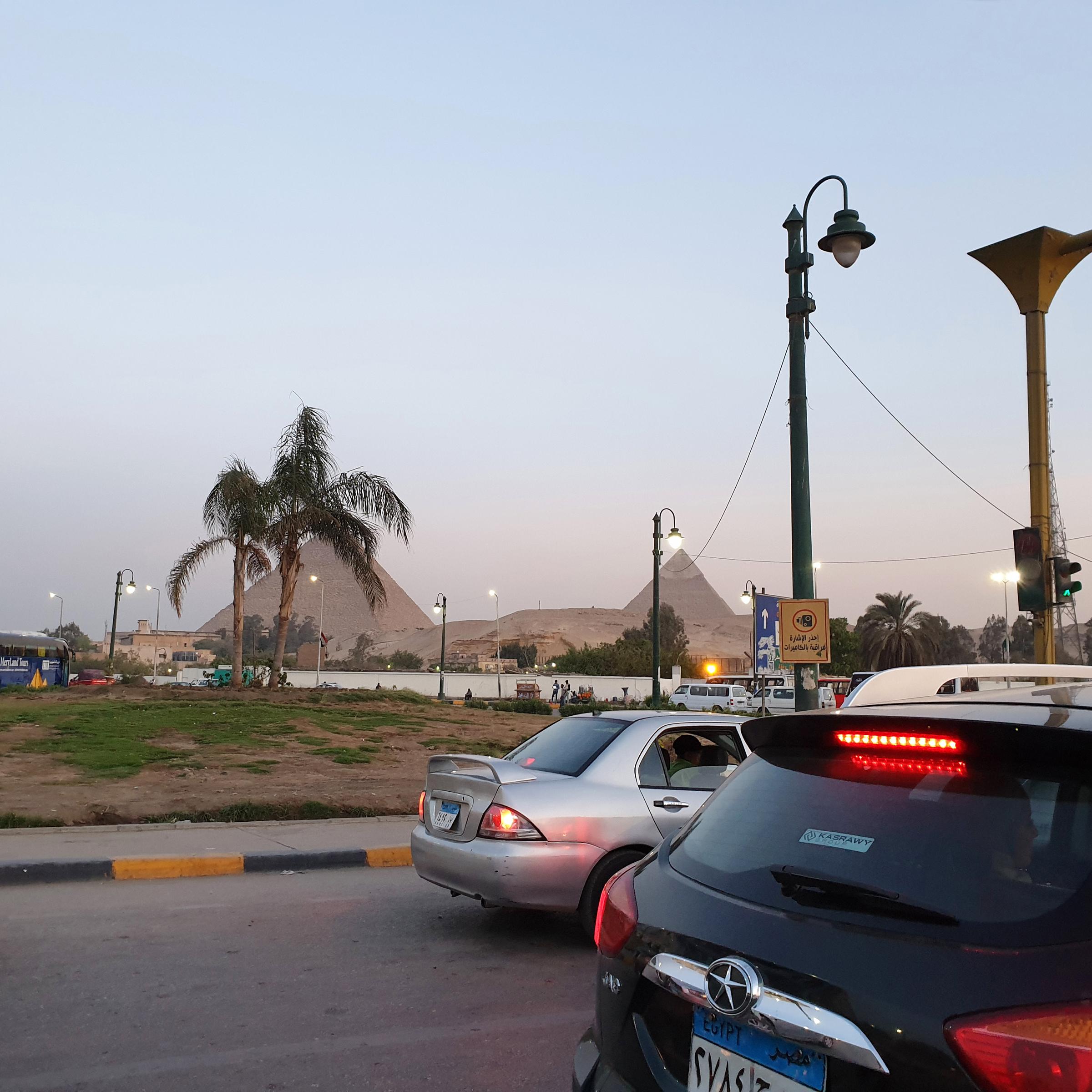 Gizeh - route des Pyramides