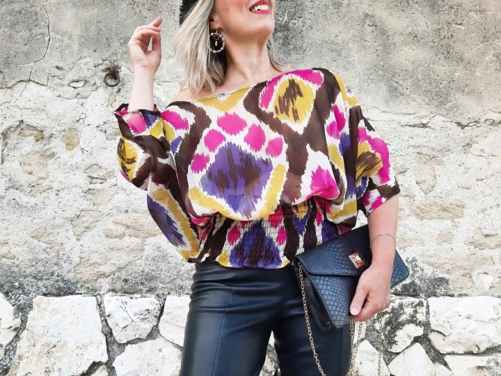 En blouse ikat pour prolongerl'été